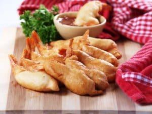 Shrimp tempura with dipping sauce