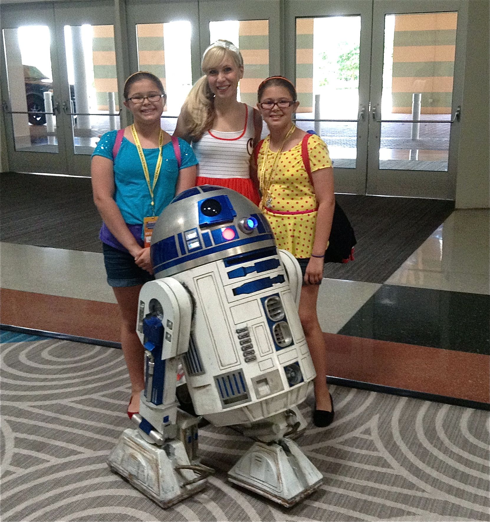 Girl love Sci-Fi too! Los Tweens meets Ashley Eckstein 'Her Universe' Creator and Voice of Ahsoka Tano on Star Wars The Clone Wars to talk Sci-Fi and girl power at Disney Social Media Moms Celebration