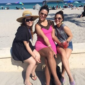 "Mi ""hermana"", Noralis, mi sobrina, Valeria, y yo en Hollywood Beach, FL."