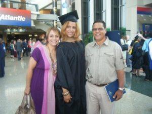 Mi mami, papi y yo en mi graduacion de maestria de Nova Southeastern University en Davie, FL - 2009