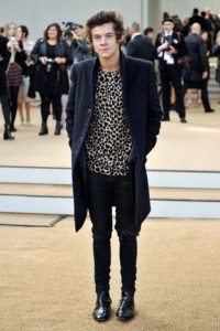 Harry can easly pass by a runway model rocking a Burberry leopard tee and a long black coat in the Burberry Fashion Show Sept 2015. Photo by: Getty Images.