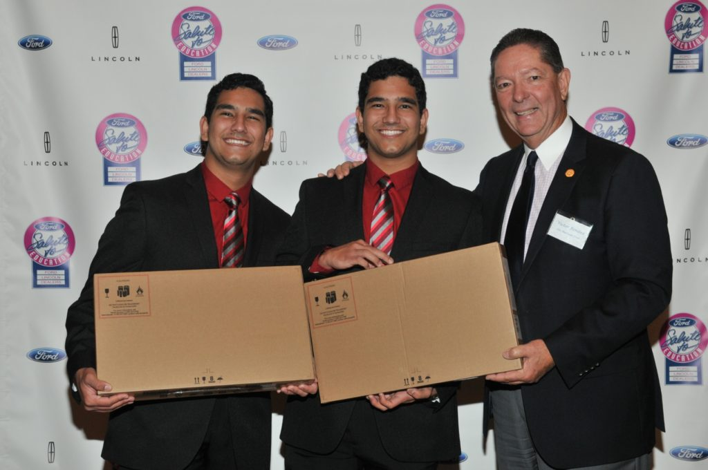 """The Sarmiento twins were awarded with their laptops in the """"Salute to Education"""" event"""